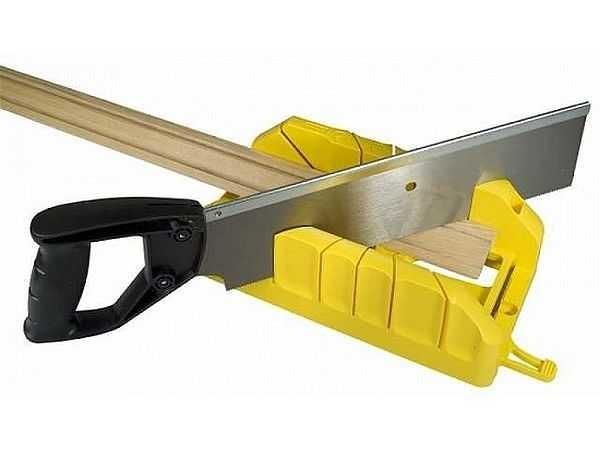 Как правильно отрезать углы на потолочных плинтусах: инструкция + рекомендации