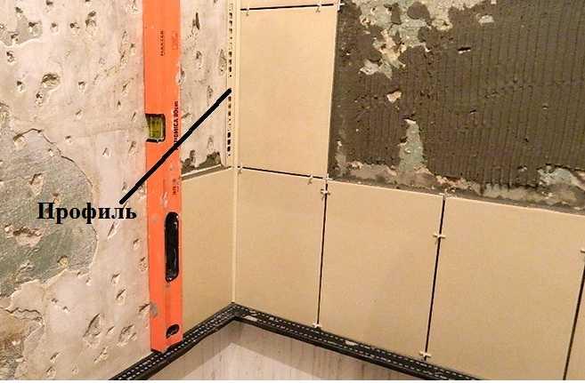 Как класть плитку на стену: выбор, раскладка, технология укладки, фото
