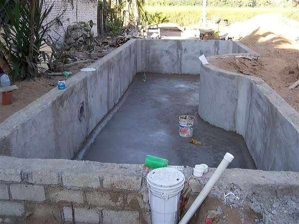 Установка пластикового бассейна на даче