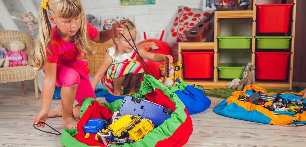 Хранение игрушек в детской комнате: примеры безопасных и практичных систем с использованием мебели и различных приспособлений, фото, видео