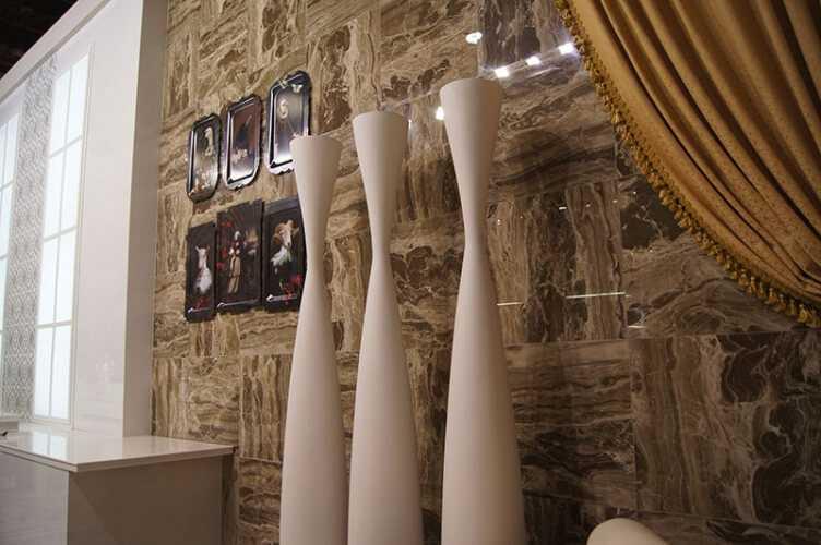 Укладка керамогранита: на пол, стены, фото