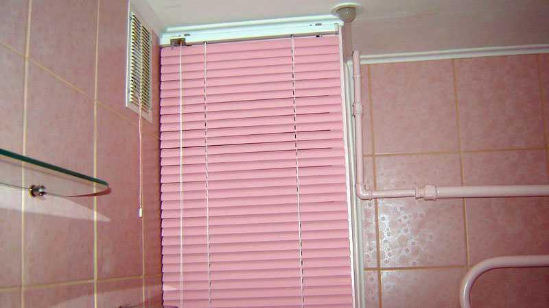 Как закрыть трубы в туалете самому: инструкции по работе с гипсокартном и панелями