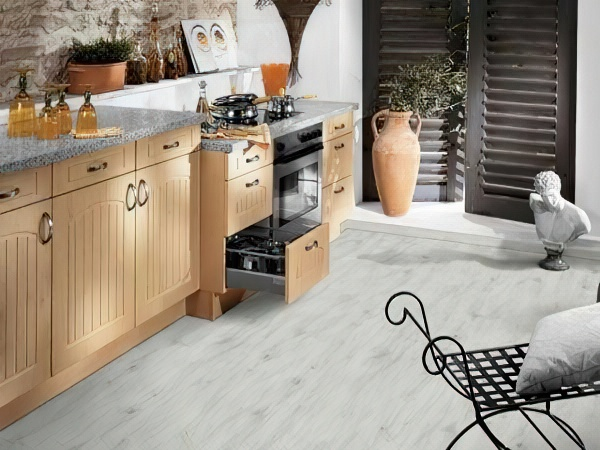 Напольное покрытие для кухни: что выбрать, полезные советы + фото