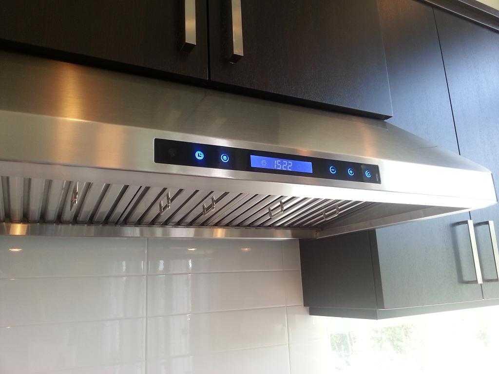Как выбрать кухонную вытяжку: основные критерии выбора