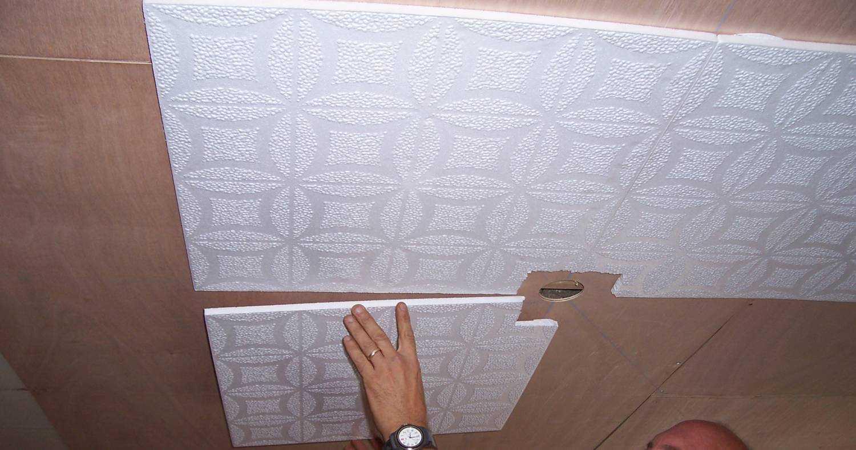 Как клеить плитку на потолок: способы, технологии + фото