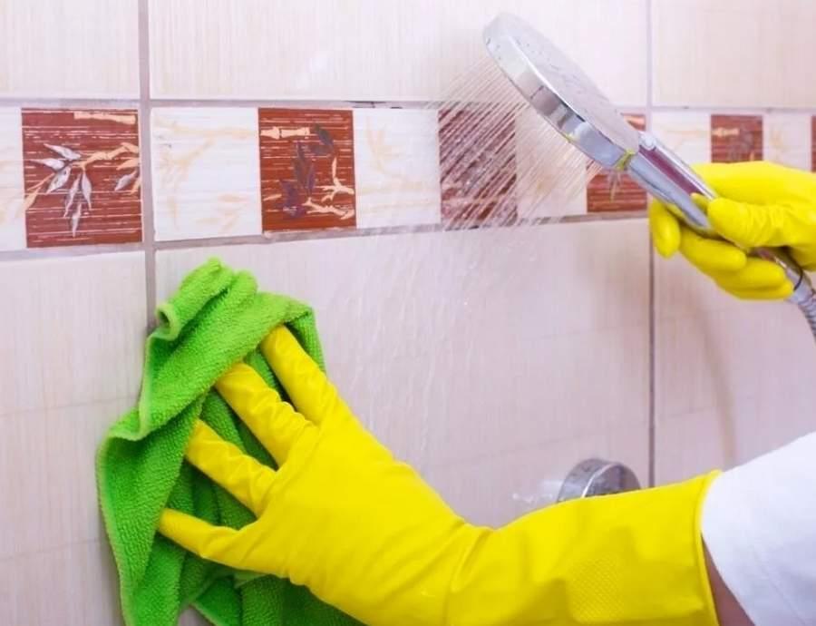 Как и чем отмыть плитку в ванной: проверенные средства (народные средства + бытовая химия)