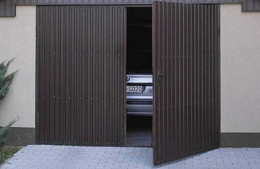 Какие ворота лучше установить в гараж: бывают типы - рулонные, секционные, откатные, как  выбрать лучшие виды, фото-материалы