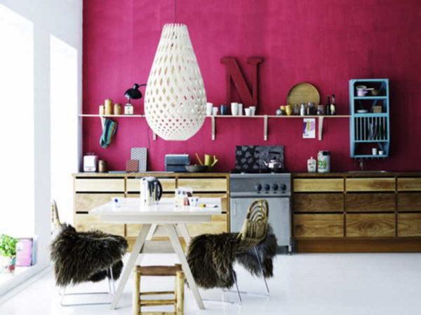 Цвет фуксия в интерьере: фото интерьера спальни, гостиной, кухни + сочетание