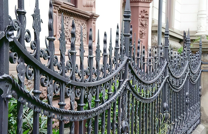 Кованые заборы и ворота: красивые фото + картинки калиток