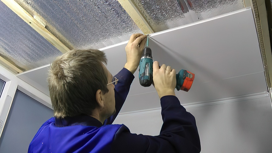 Обшивка балкона пластиковыми панелями своими руками: пошаговая инструкция + фото