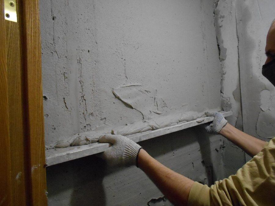 Как выровнять стены под обои своими руками: чем это лучше сделать, быстро, правильно + как самостоятельно выправить углы