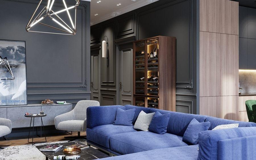 Геометрическая металлическая люстра в синей гостиной