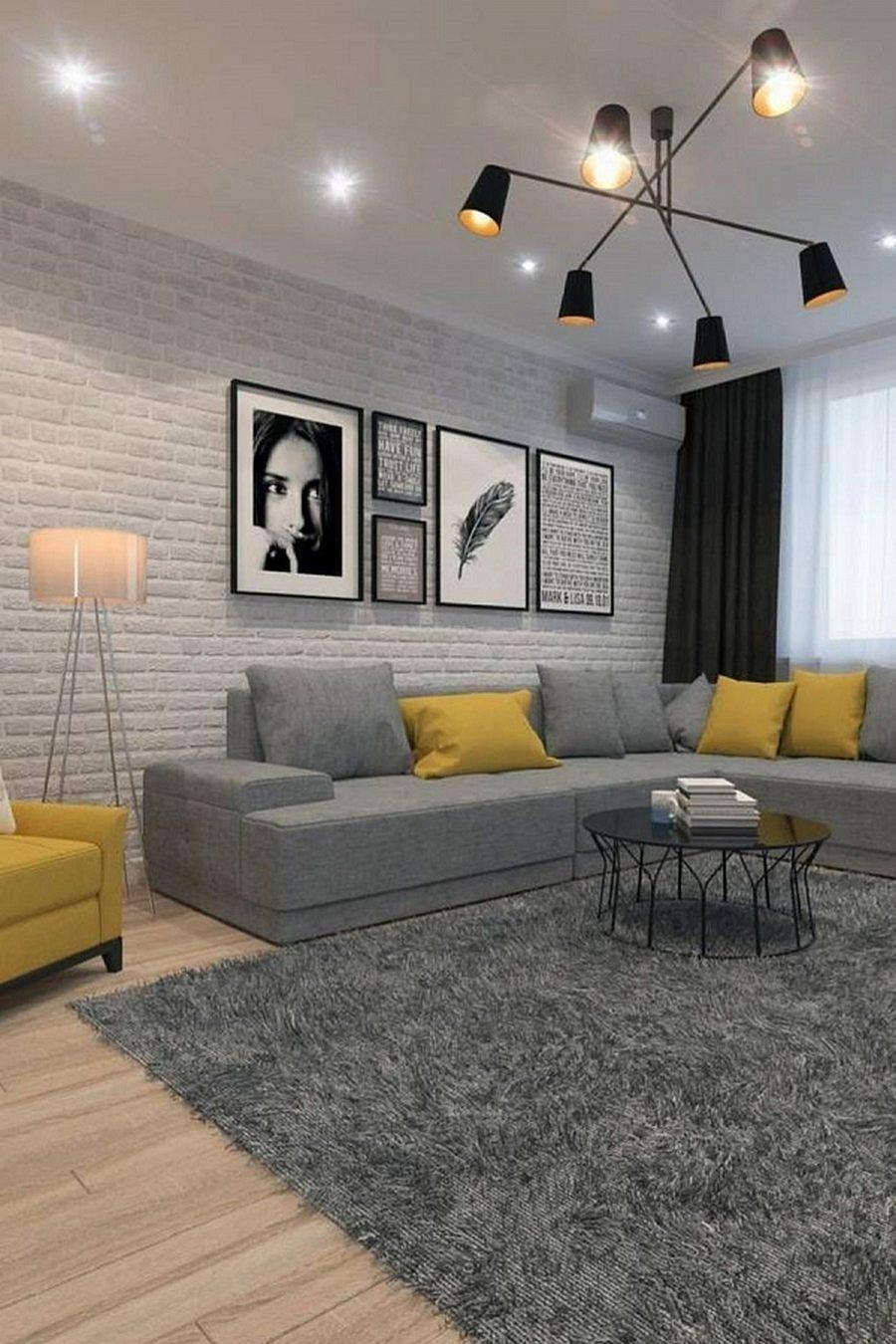 Черная люстра с плафонами, которые дают рассеянное желтое свечение + лайт споты на потолке